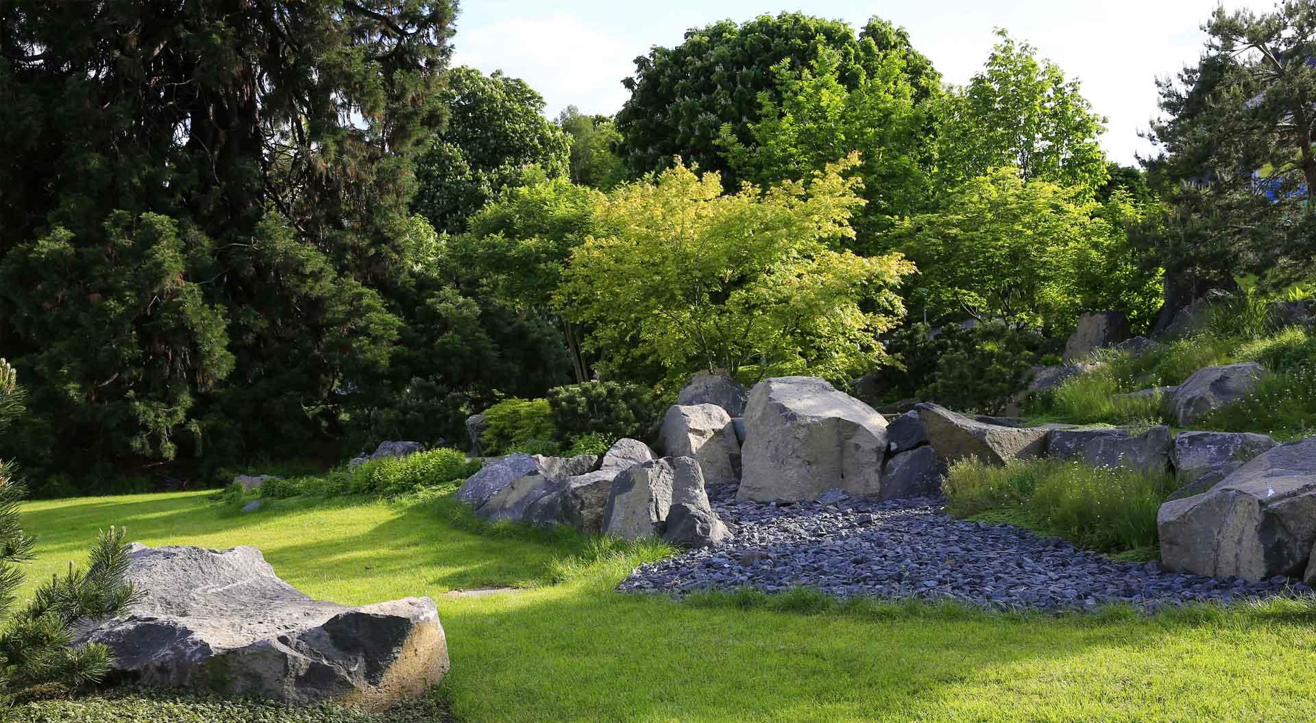 Blick auf den Garten des Arp-Museums, angelegt von Peter Berg