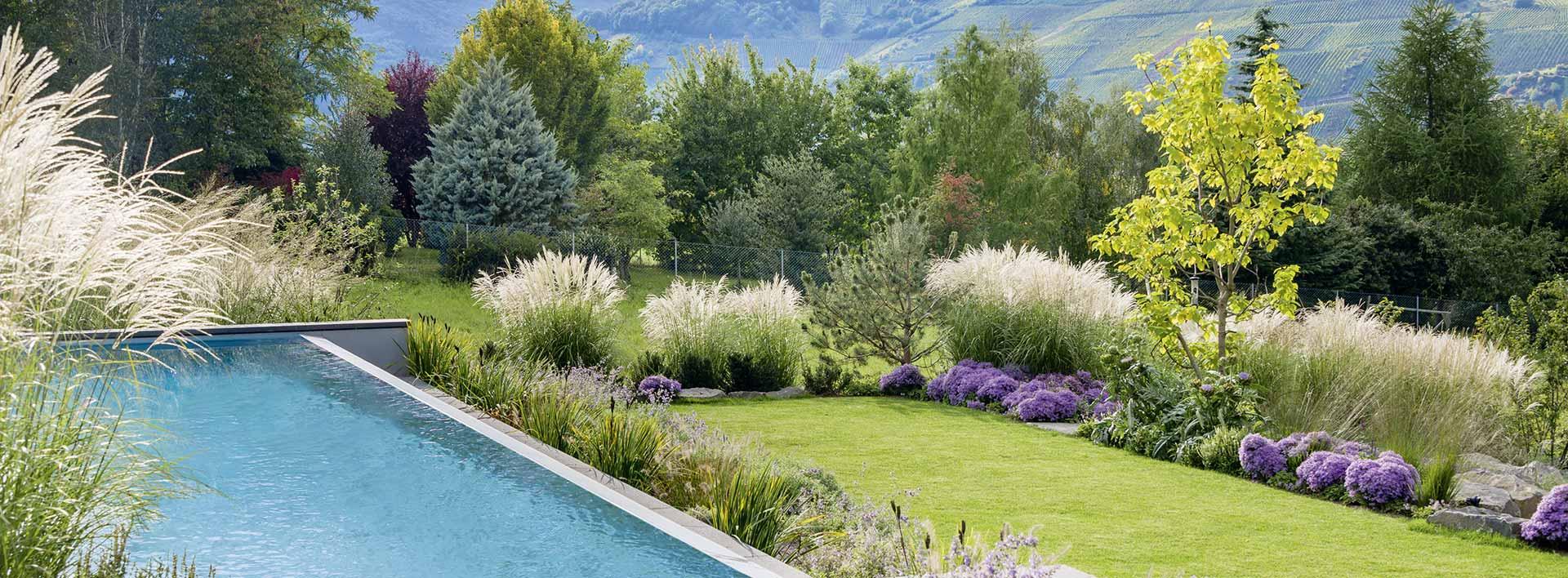 Garten mit Pool und Fernblick